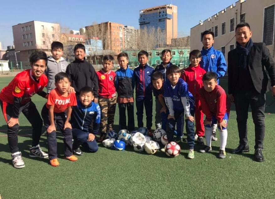 日本のクラブチームから、モンゴルの子供達へボール寄付